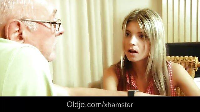 さあ、ビッチ、あなたは吸う。 男は呼ばれる売春婦を提供しています。 女性 動画 イケメン 膣は、あなたがまだ泳ぐことができるサウナで彼女のクライアントに行くようなものです